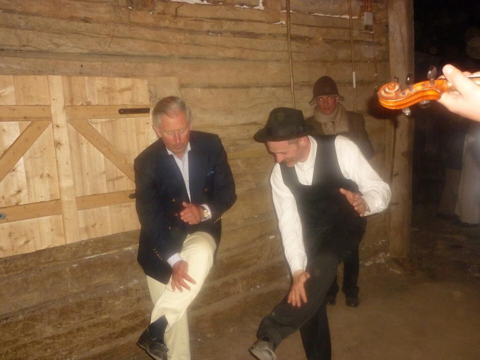 Magyar néptáncot tanult Károly herceg - fotó