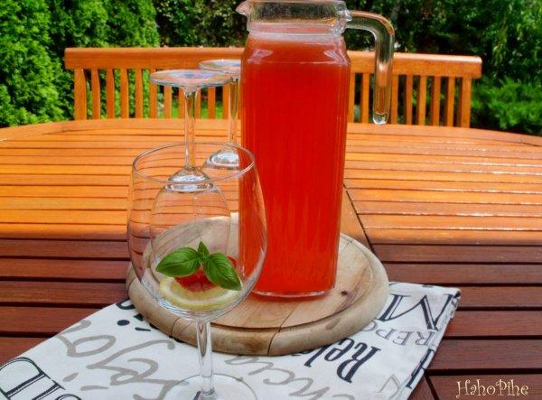 Jéghideg frissítő: epres limonádé mentával
