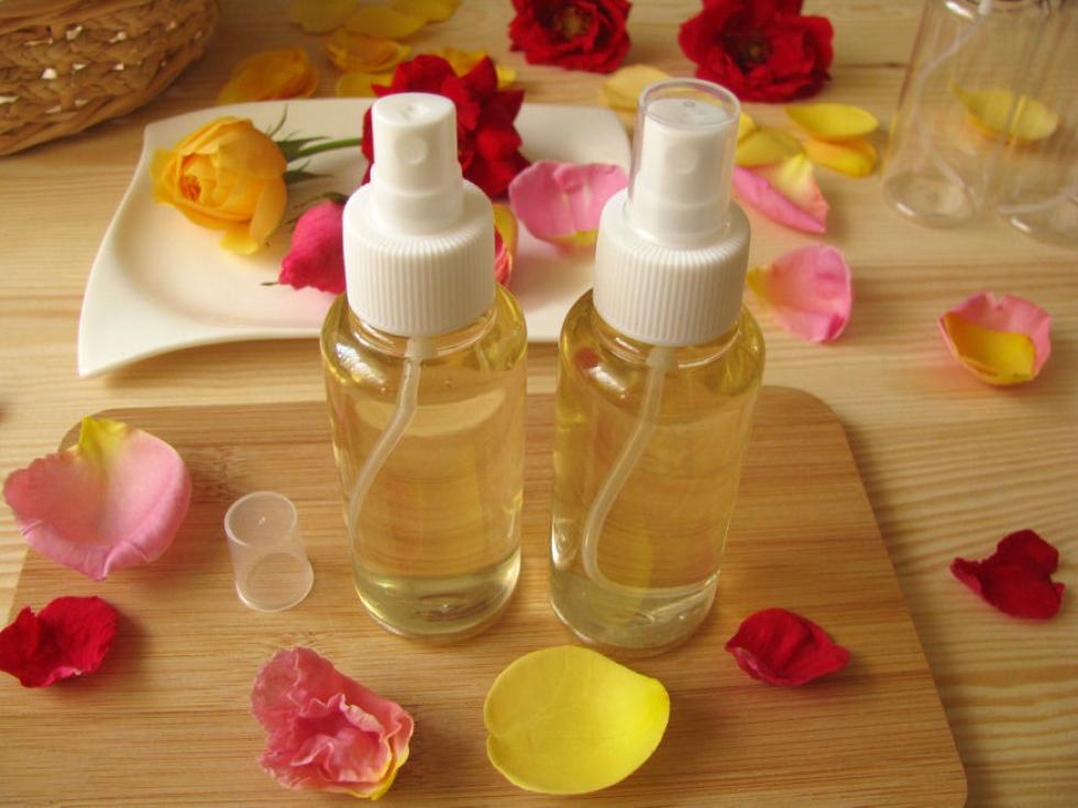 Nyárillatú rózsavizet varázsoltunk illatos szirmokból