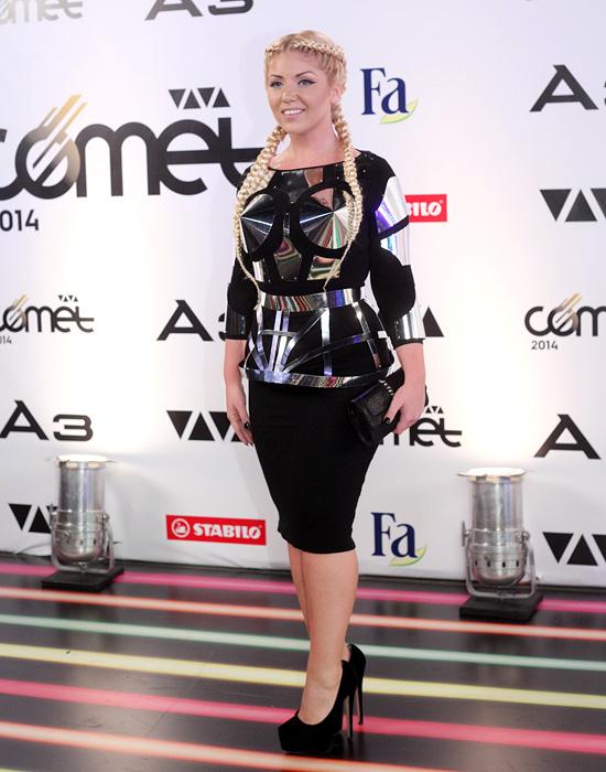Viva Comet ruhamustra – Tolvai Reni az új metál Madonna