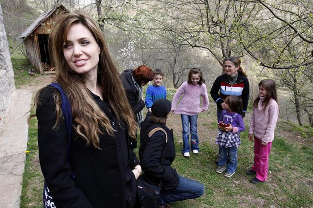 Angelina Jolie egy boszniai menekülttáborban, Medjedjában