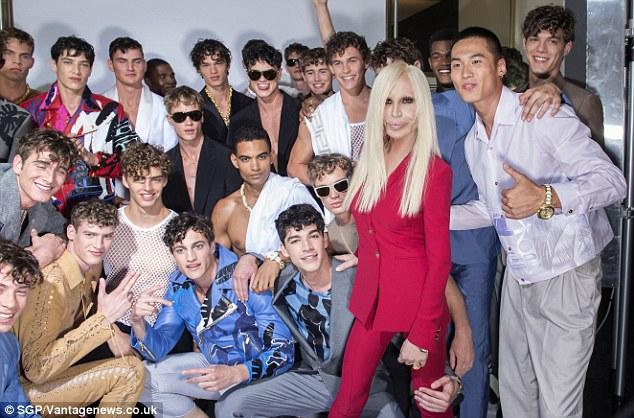 Donatella Versace és az ő modelljei