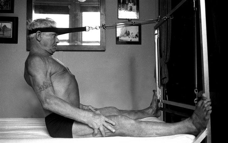 Maga Joseph Pilates próbálja ki a saját maga fejlesztette