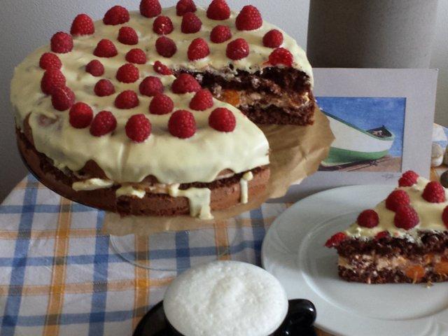 Fehér csokis-málnás torta, barackos mascarpone krémmel