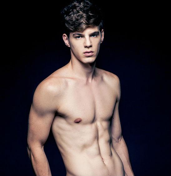 meztelen férfi modell