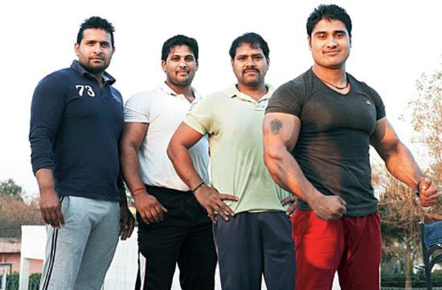 Minden férfi kigyúrja magát egy indiai faluban