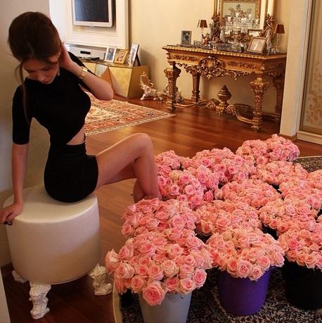Új netes őrület: hemperegj virágcsokorban!