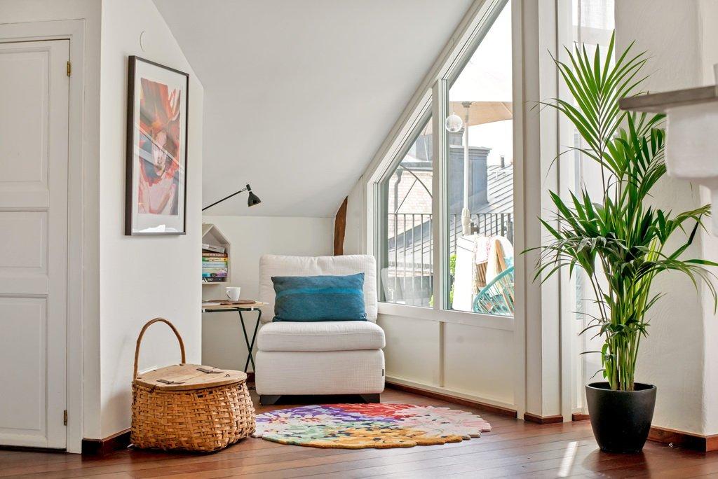 Fotók: otthonos tetőtéri lakás skandináv módra