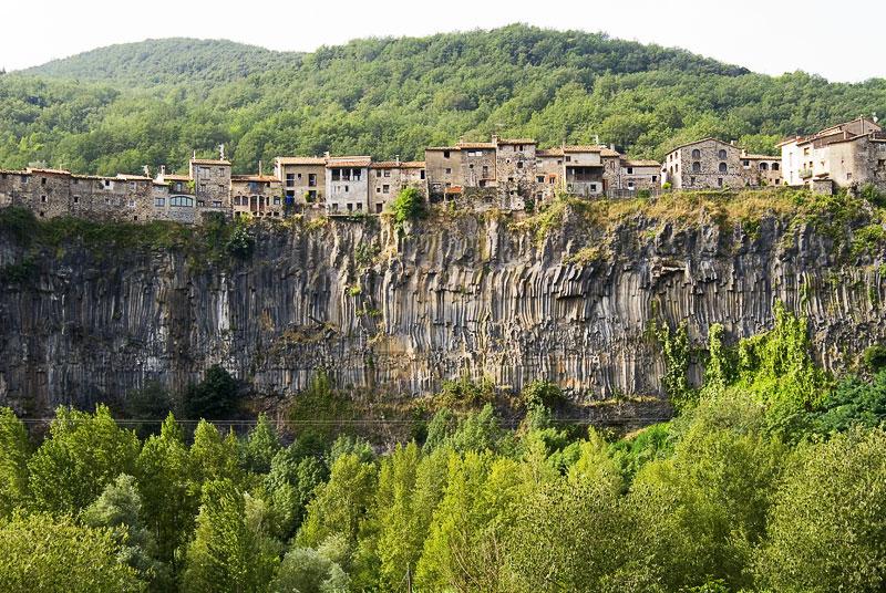 A sziklára épült falu