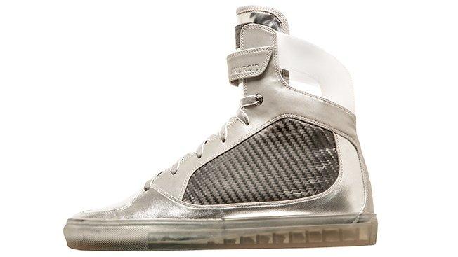 Ilyen holdjáró cipő neked is kelleni fog!