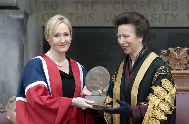 De mi köze J.K. Rowlingnak a Rolling Stones-hoz? - 15 tény, amit nem tudtál az írónőről