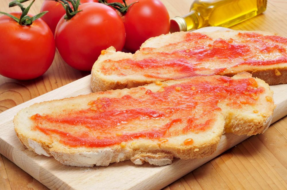 Katalánok eledele: a felejthetetlen paradicsomos kenyér