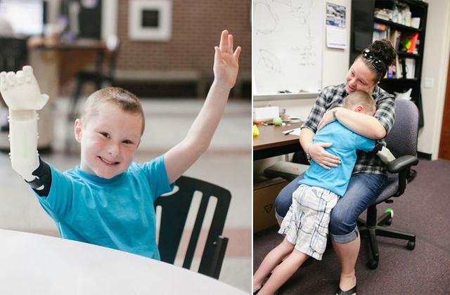Megható fotó: életében előszö teljesen átölelhette édesanyját a kisfiú