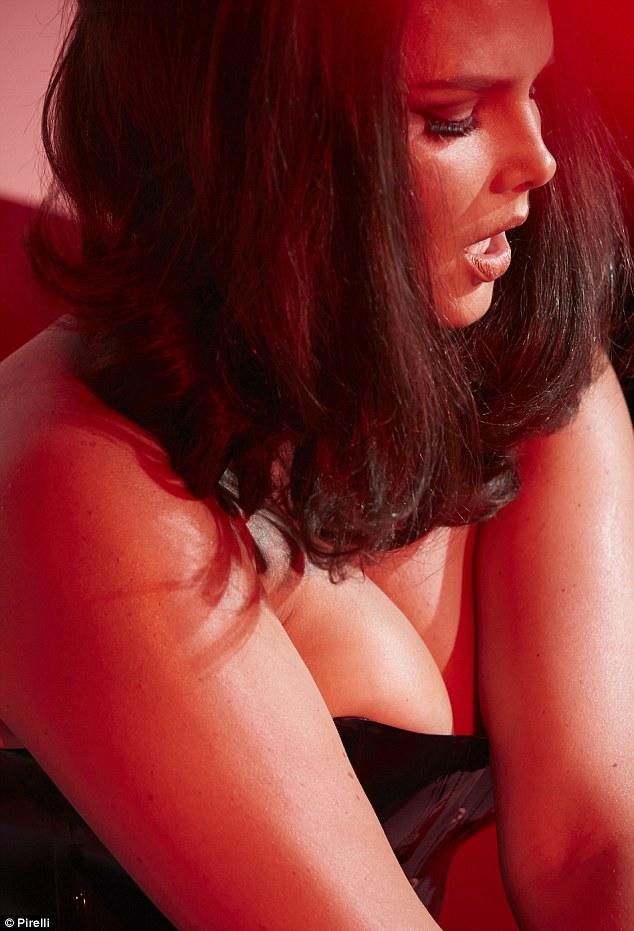 Végre duci csajt is tettek a világ leghíresebb erotikus naptárába