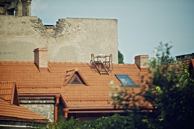 Itt a tetőbútor!