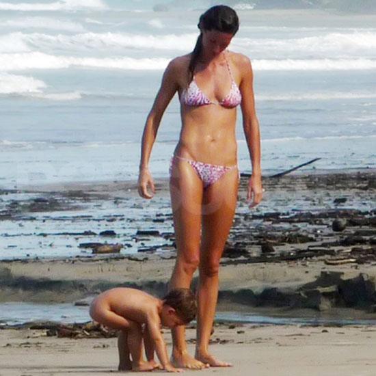 Giselle Bündchen a kisfiával Costa Ricán