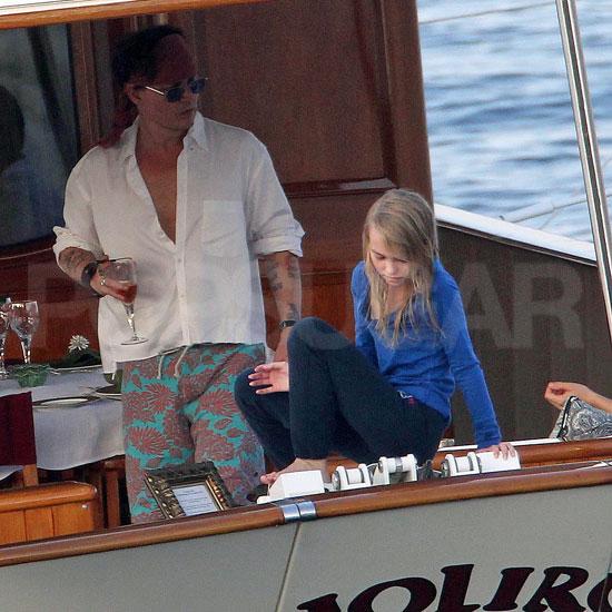Johnny Depp a lányával hajókázik