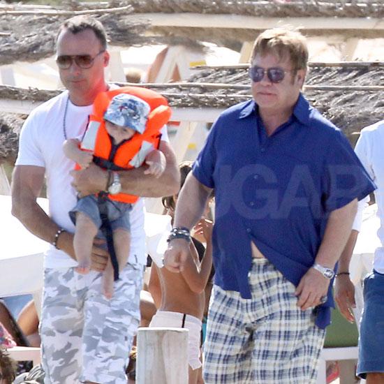 Elton John Dél-Franciaországban vakációzik a családjával