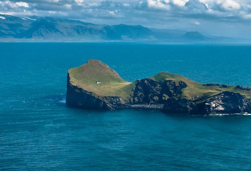 Egyetlen misztikus házikó áll a szigeten