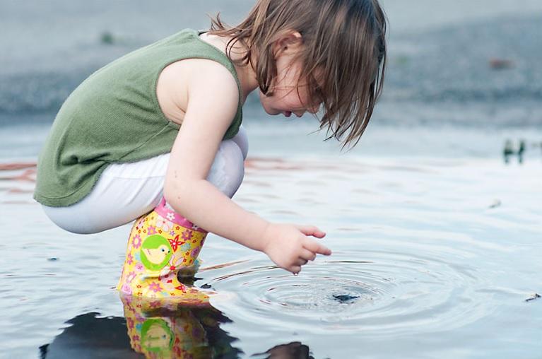 Harc az idegekkel: bezárva az esőben a gyerekekkel