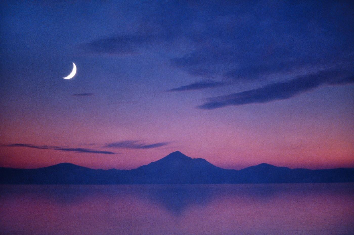 Holdnaptár: hétfőn este Újhold