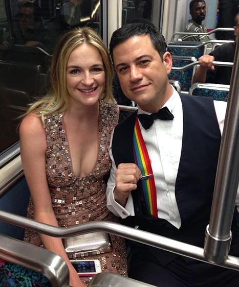 Fotó: a milliomos, aki metróval ment az Emmy-gálára