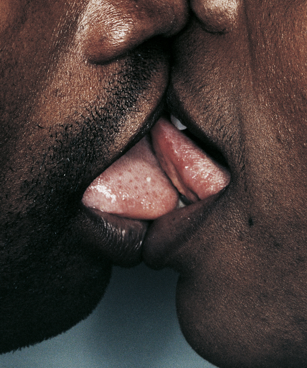 Így néz ki az igazi nyelves csók - fotók