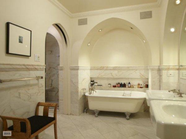 - az egyik fürdőszoba a nyolc közül -
