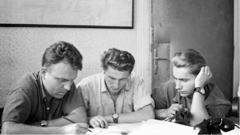 A Kelenföldi Hőerőmű munkatársai 1957-ben. Ma is innen kap távhőt Őrmező, Gazdagrét, a Lágymányosi lakótelep és a Budai Vár. (Fotó: Fortepan/Szánthó Zoltán)