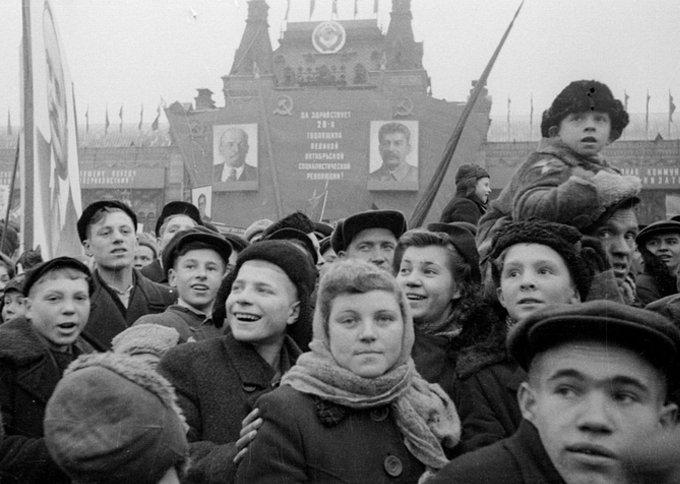 Demonstráció a Vörös téren, 1945. november 7.