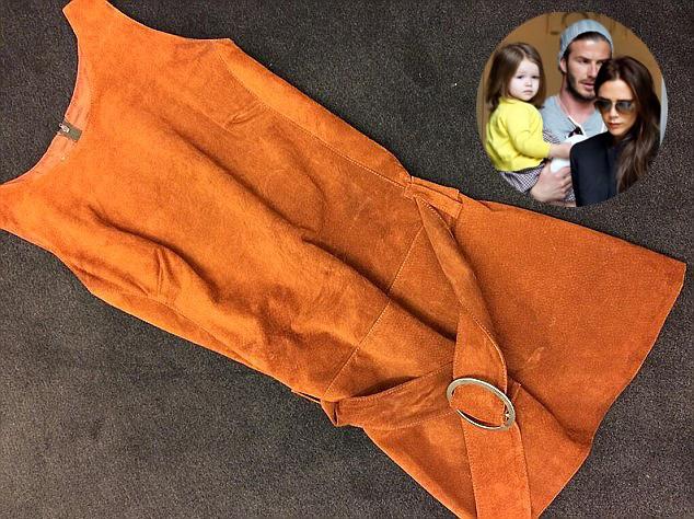 Victoria Beckham ragaszkodik ehheza  narancssárga ruhához - fotó