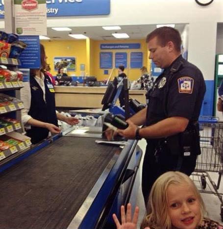 Emberségesnek lenni jó: egy rendőrtiszt jó cselekedete
