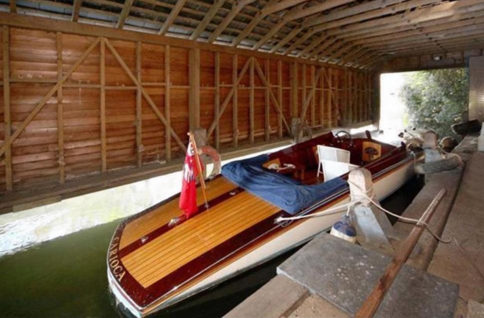 Egy kis szigeten álló angol kastély lehet a Clooney család új otthona