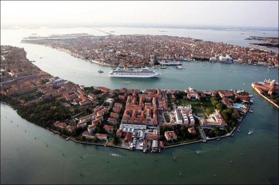 Óceánjáróval Velencében