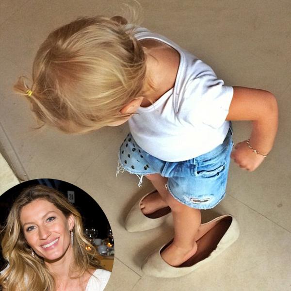 Anyja cipőjét próbálgatta a szupermodell pici lánya - fotó