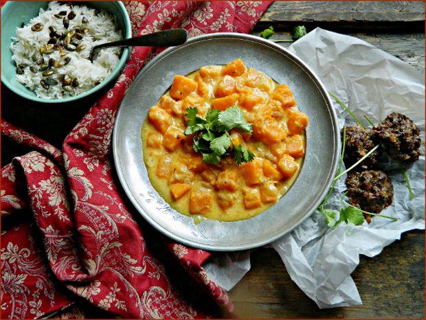 Mit főzzek ma vacsira? Kókusz-currys sütőtökfőzelék