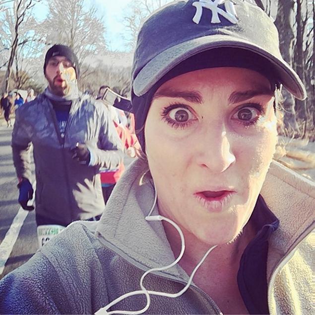 Jó pasikkal szelfizett maraton futás közben