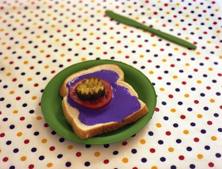 Piros tej, kék csirke, zöld spagetti: bizarr ételfotók