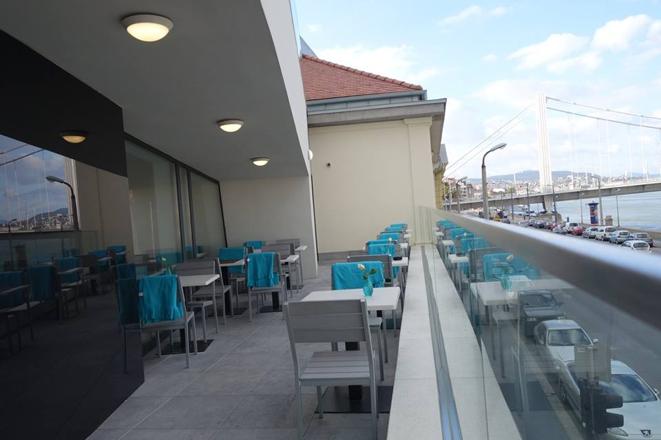 Luxuskilátás nyílik Budapest új jacuzzis étterméből