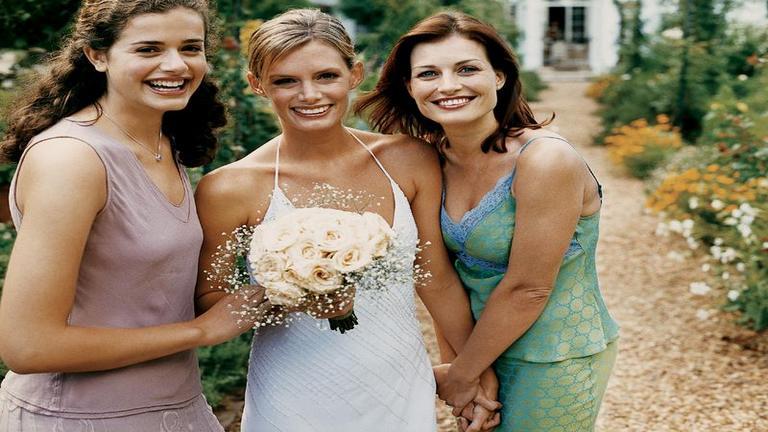 Milyen ruhát válasszunk esküvői vendégként?