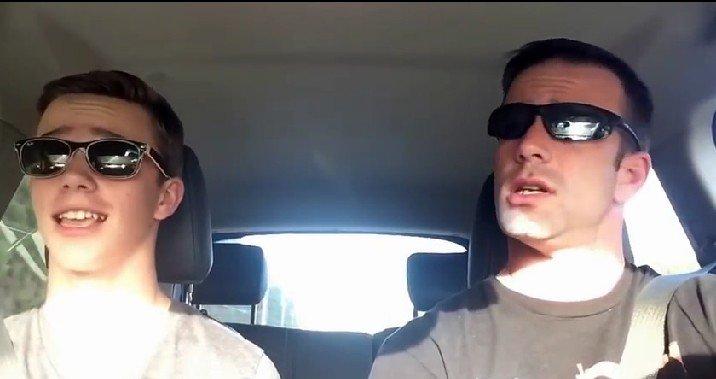 Így bulizik apa és fia a dugóban - cuki videó