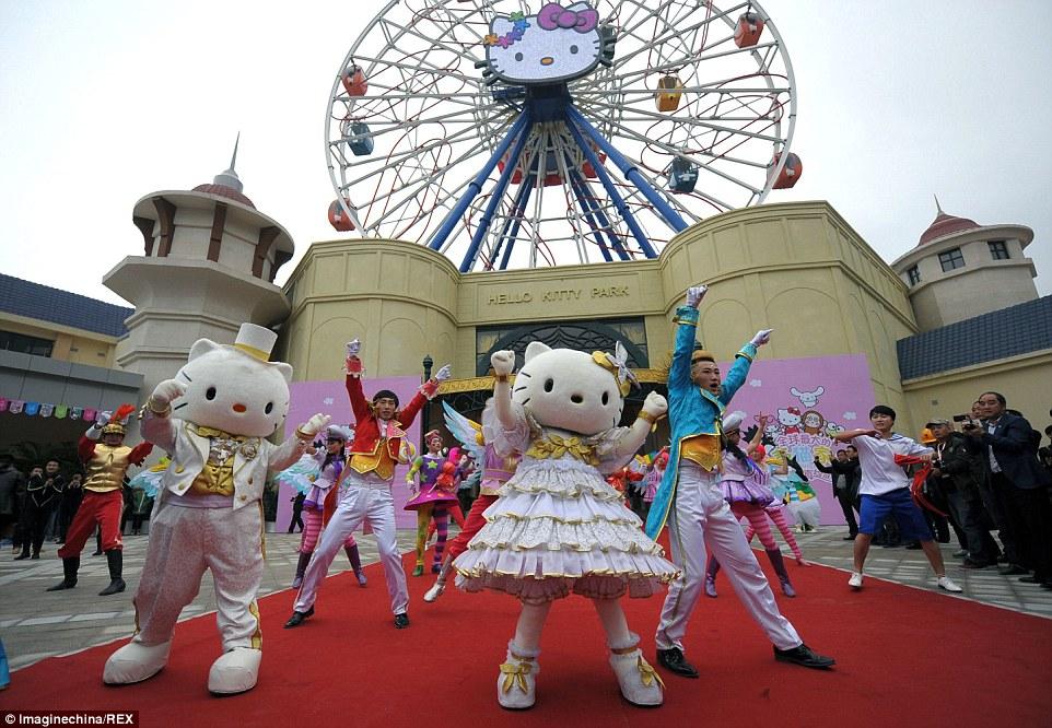 Megnyitotta kapuit az első hivatalos Hello Kitty park Kínában