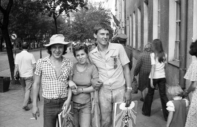 12 magyar utcaidivat-fotó a hetvenes évekből