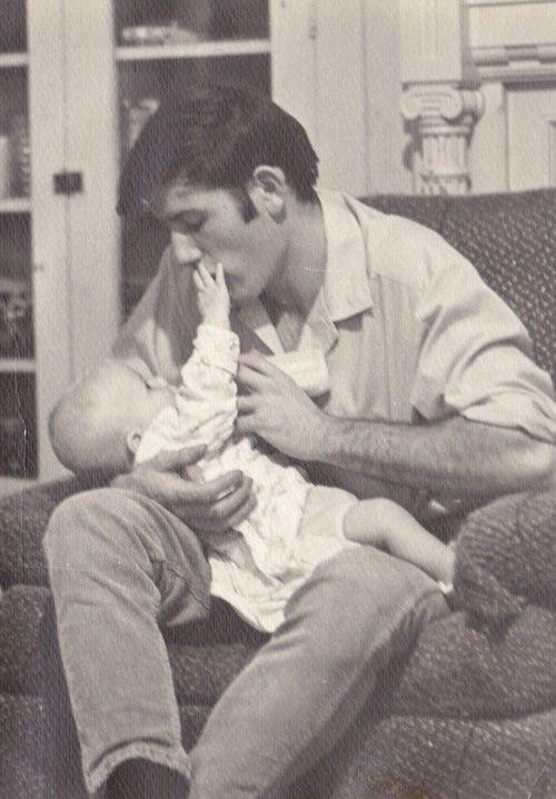 Egy évvel a lagzi után pedig már meg is született egyetlen gyermeke, Lisa Marie Presley.