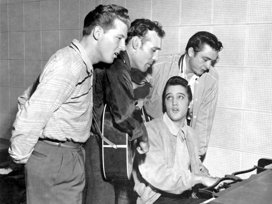 Bár egymás főriválisainak tartották őket, Elvis gyakran összejárt Jerry Lee Lewisszal zenélni.