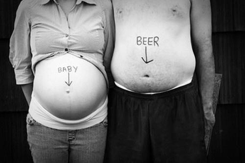 10 vicces fotó, amivel terhességet jelentettek be