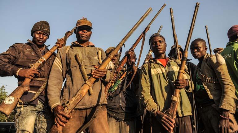 Civil fegyveresek Nigériában készen állnak a harcra a Boko Harammal (Fotó: Mohammed Elshamy/Anadolu Agency/Getty Images)