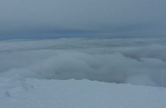Hótalpas gerinctúra a felhők felett