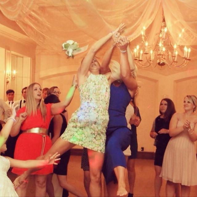 Kié lesz a menyasszony csokra? A legjobb fotók a nagy pillanatról