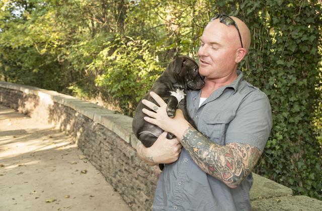 Tetovált emberek és mentett kutyáik állnak ki a sztereotípiák ellen